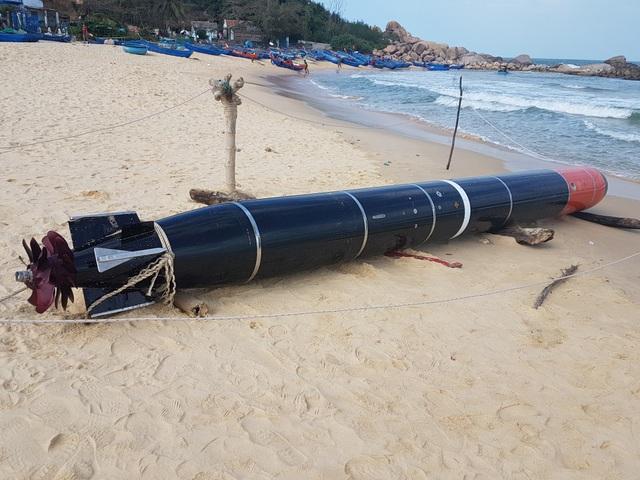 Bước đầu cơ quan chức năng xác định vật thể giống ngư lôi này là thiết bị huấn luyện hải quân