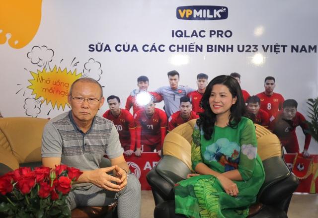 Thầy Park đến thăm trụ sở của VPMilk ở TPHCM ít ngày sau lễ vinh danh chiến tích Á quân U23 châu Á 2018 vào tháng 2 năm nay