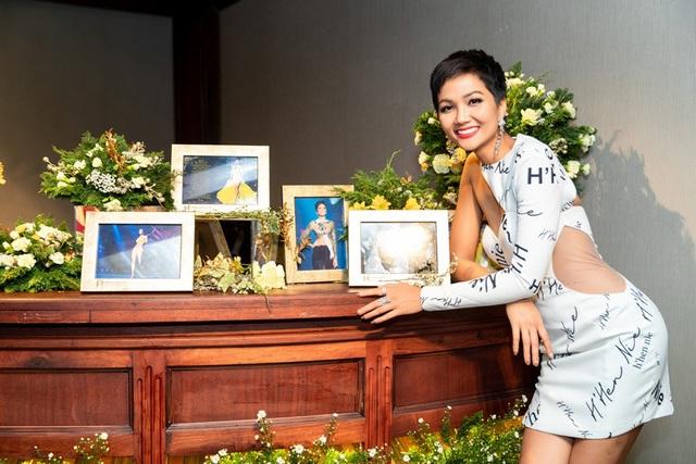 Hen hạnh phúc trước những khoảnh khắc đáng nhớ của cô tại Hoa hậu Hoàn vũ 2018 đã được ghi lại
