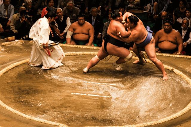 Sumo New Year Basho là cuộc thi truyền thống hàng năm mang đậm sắc màu Nhật Bản (Nguồn: Boutique Japan)
