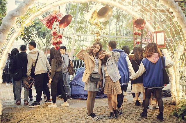 Sinh viên hào hứng với khu vườn Giáng sinh lộng lẫy như ở trời Âu - 11