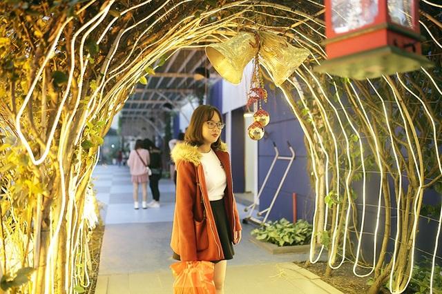 Sinh viên hào hứng với khu vườn Giáng sinh lộng lẫy như ở trời Âu - 8