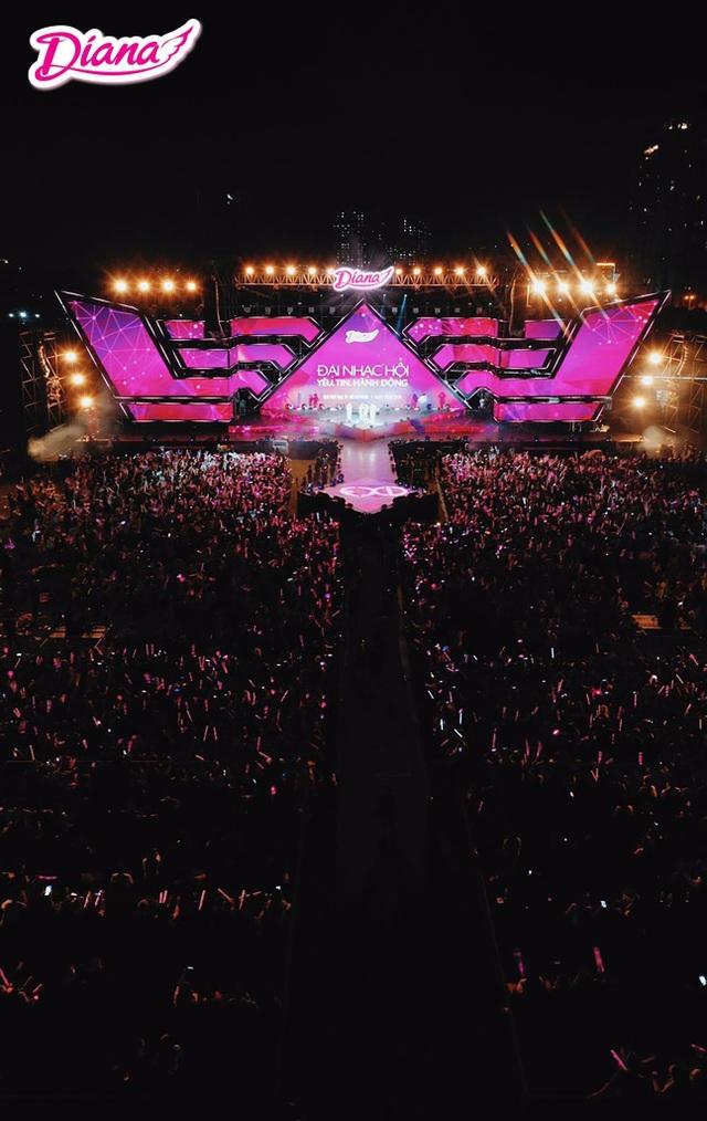 50.000 fan Việt 'cháy' hết mình cùng BTOB và EXID - 1