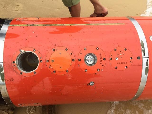 Vật thể nghi là ngư lôi có chữ Trung Quốc trôi trên biển Phú Yên - Ảnh 6.