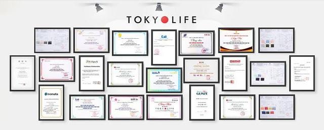 Chứng nhận CHÍNH HÃNG từ các thương hiệu được treo tại các cửa hàng TokyoLife