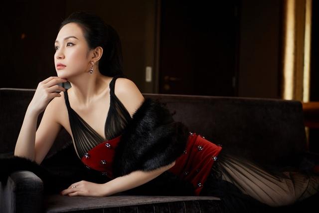 Bản thân nữ doanh nhân cũng không ngừng học tập, trau dồi kinh nghiệm làm đẹp. Cô từng sang Hàn Quốc tham gia nhiều khóa học từ các viện, thẩm mỹ viện uy tín và được cấp bằng trong lĩnh vực làm đẹp.