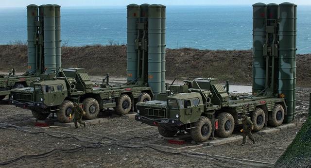 Nga tập trận bắn đạn thật với Rồng lửa S-400 ở Crimea - Ảnh 1.
