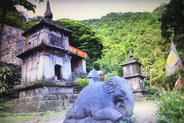 Tháp Phật hoàng - Nơi chứa một phần xá lợi của Phật hoàng sau khi ngài nhập diệt.