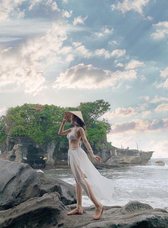 """""""Hot girl World Cup"""" Trâm Anh khoe 3 vòng nóng bỏng ở Bali - 9"""