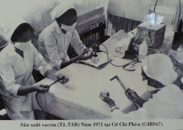 Trao tặng danh hiệu Anh hùng Lực lượng Vũ trang cho Ban Dân Y - 2