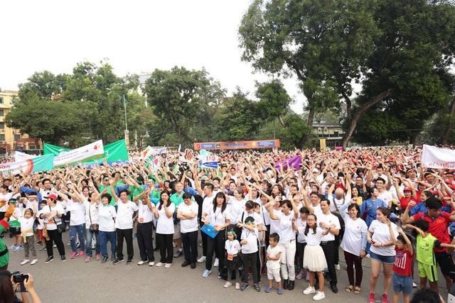 Từ 7 giờ sáng ngày 2/12, hàng nghìn người đã đổ về công viên Thống nhất, Hà Nội để tham gia Cuộc chạy vì trẻ em Hà Nội 2018. (Ảnh: Tuấn Việt)