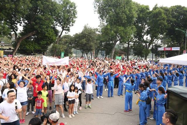 Cuộc chạy là hoạt động thường niên do Hội Hữu nghị Việt Nam - Canada (thuộc Liên hiệp các tổ chức hữu nghị Việt Nam), Liên hiệp các tổ chức hữu Hà Nội và Đại sứ quán Canada tại Việt Nam tổ chức nhằm gây quỹ hỗ trợ các em nhỏ mắc bệnh tim bẩm sinh và ung thư. (Ảnh: An Bình)