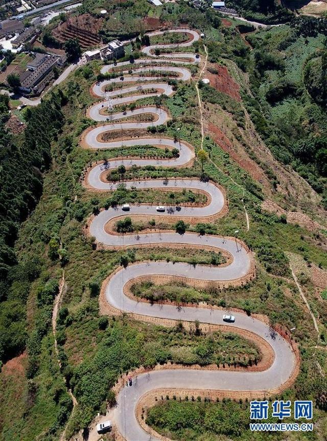 Con đường huyết mạch kết nối làng Jingan shao với vùng đồng bằng dưới chân núi