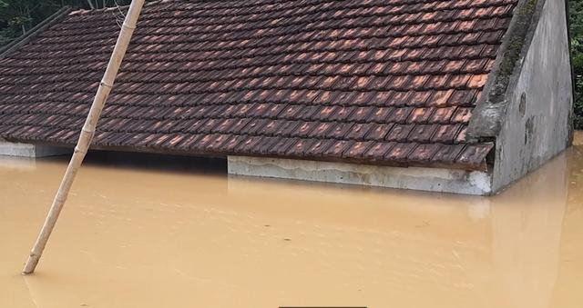 Thiệt hại về nhà cửa do thủy điện gây ra là không hề nhẹ chút nào.