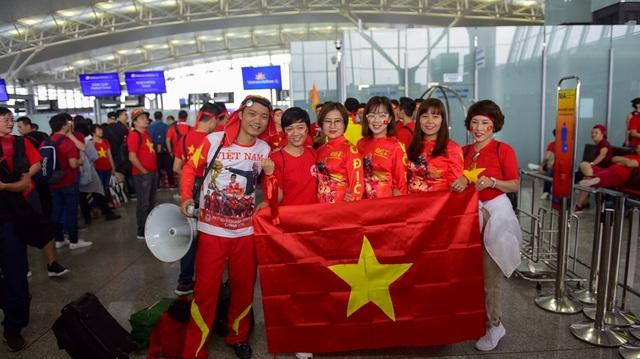 CĐV Việt Nam tự hào khi được sang Philippines cổ vũ cho đội tuyển Việt Nam.
