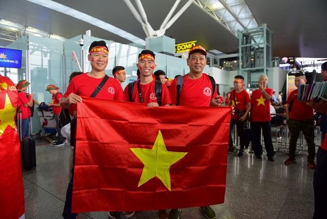 Một cổ động viên chia sẻ: tuy công việc bận rộn nhưng tôi cố gắng thu xếp thời gian để có thể xem trực tiếp đội tuyển Việt Nam đá ở Philippines. Tôi dự đoán tỷ số Việt Nam sẽ thắng 2-0.