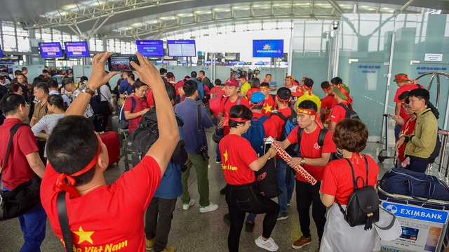Các CĐV Việt Nam bay thằng từ Hà Nội tới Bacolod, Philippines .