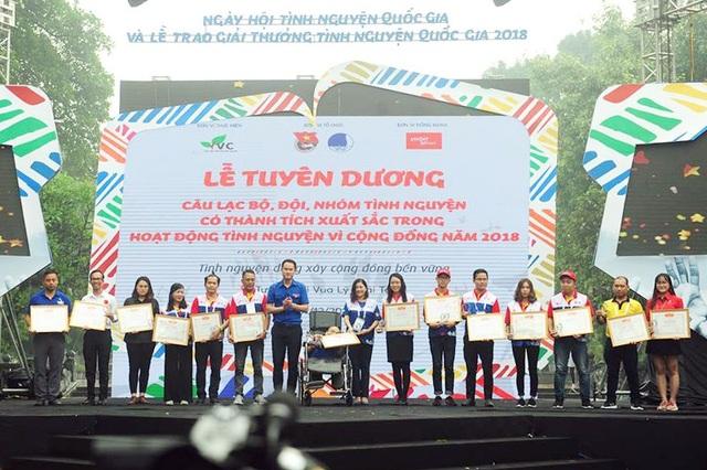 Trung ương Đoàn và chương trình Tình nguyện Liên Hợp quốc tại Việt Nam tôn vinh 10 cá nhân, 8 tập thể có cống hiến tích cực trong công tác tình nguyện vì cuộc sống cộng đồng.