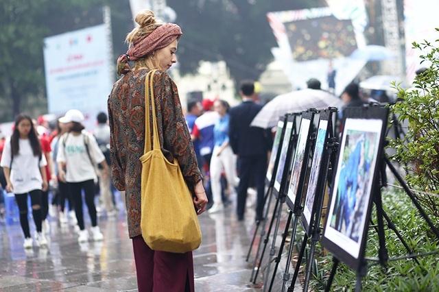 Ngay cả các bạn trẻ nước ngoài cũng tỏ ra ấn tượng với các hoạt động tình nguyện của thanh niên Việt Nam.