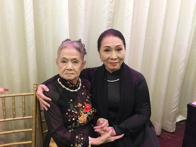Nghệ sĩ Bạch Tuyết và cựu nghệ sĩ đoàn Thanh Minh - Thanh Nga