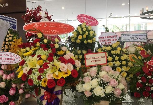 Lễ giỗ lần thứ 40 nghệ sĩ Thanh Nga tràn ngập hoa hồng - 10