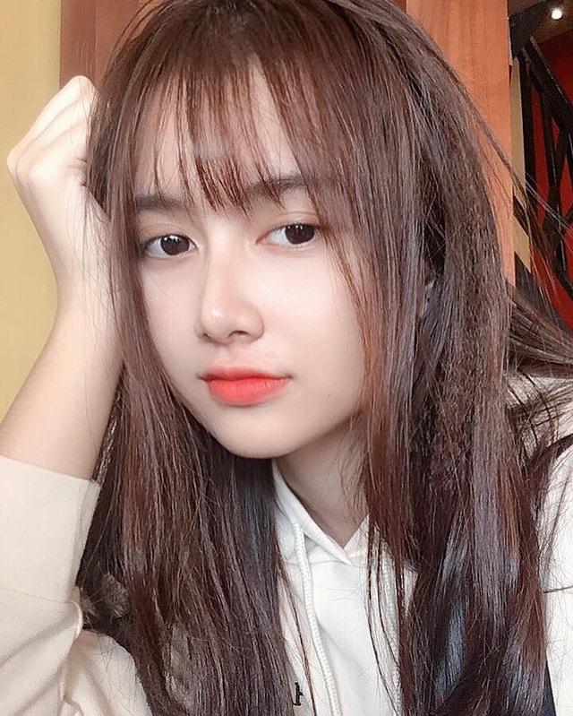 Hình ảnh của Hương Uyên được đăng tải trên một diễn đàn mạng đã thu hút hàng nghìn lượt cảm xúc cùng nhiều bình luận khen ngợi vẻ đẹp của cô bạn.