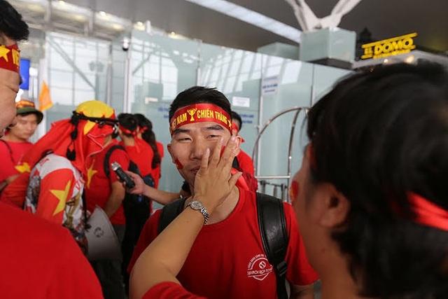 Các đơn vị lữ hành nhanh chóng ra mắt sản phẩm tour đi Philippines xem bóng đá. Vietravel, HaNoiRedtours, Vietrantour… mở hành trình vào sáng 2/12 với mức giá 16,9 triệu – 23,5 triệu/ người.
