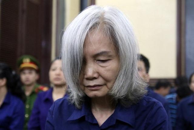 Chỉ sau một năm, tại phiên tòa, bà Xuyến đã trở nên tàn tạ khó tin