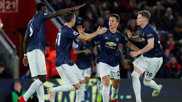 Niềm vui lớn của cầu thủ Man Utd sau khi tìm được bàn gỡ ngay trong hiệp một