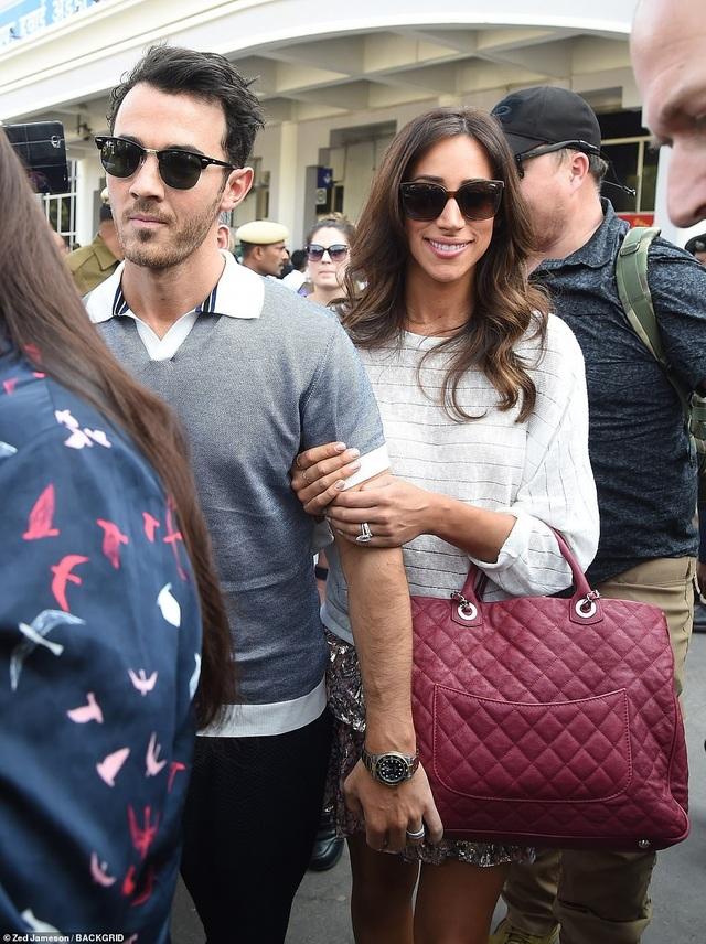 Kevin Jonas và vợ Danielle