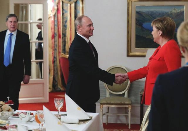 Tổng thống Putin mời Thủ tướng Merkel ăn sáng kết hợp làm việc bên lề hội nghị G20 tại Argentina. (Ảnh: Reuters)