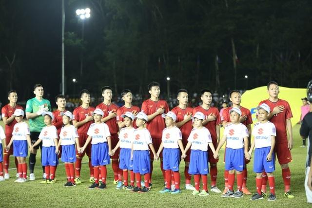 Các cầu thủ Việt Nam thể hiện sự quyết tâm trước trận đấu