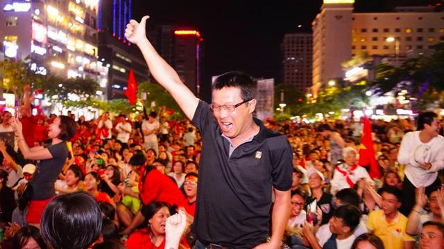Người dân cả nước sôi động mừng chiến thắng của đội tuyển Việt Nam - 20