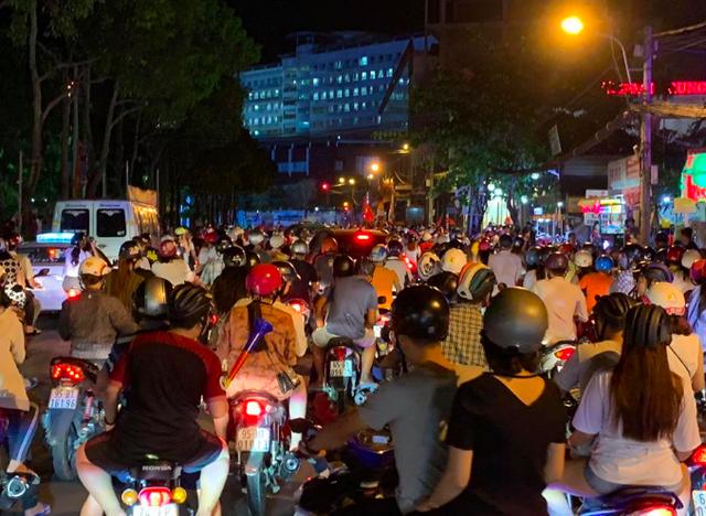 Người dân cả nước sôi động mừng chiến thắng của đội tuyển Việt Nam - 22