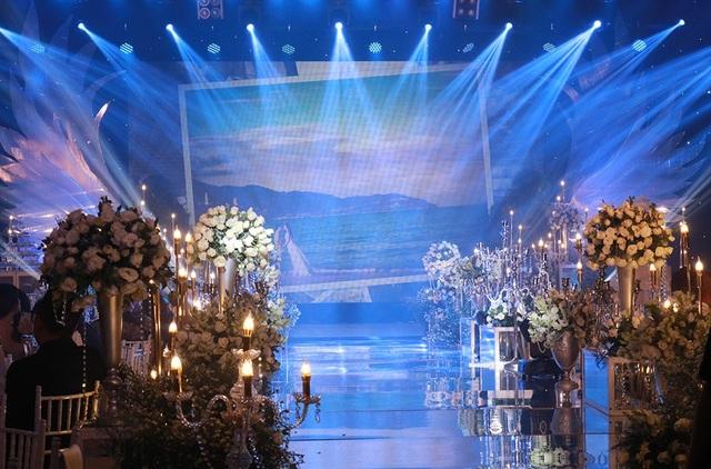 Ưng Hoàng Phúc bày tỏ tình cảm trong lễ cưới khiến Kim Cương xúc động rơi nước mắt - 1