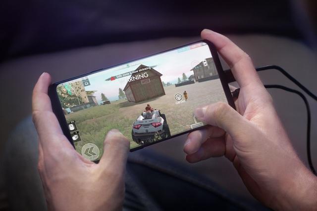 ROG Phone sở hữu màn hình 6-inch với độ phân giải Full HD+