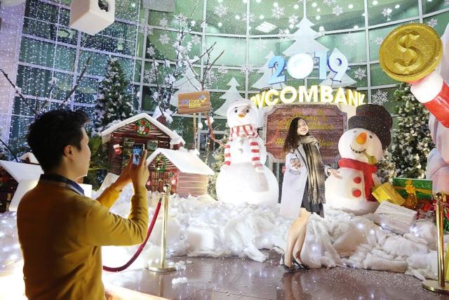 Thưởng thức Giáng sinh châu Âu phủ đầy tuyết trắng giữa lòng Hà Nội - 5