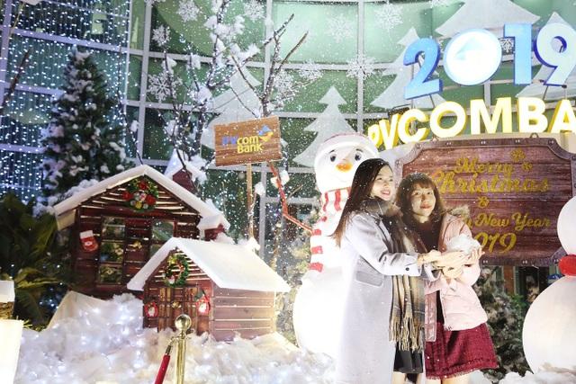 Thưởng thức Giáng sinh châu Âu phủ đầy tuyết trắng giữa lòng Hà Nội - 8