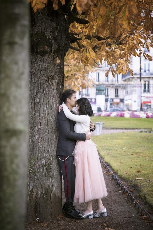 Kỷ niệm đáng nhớ nhất của cả hai đó là quãng thời gian khi mới yêu. Khi đó, cô dâu sống ở Aix en Provence (miền Nam nước Pháp) còn chú rể sống ở Paris. Hai người yêu xa thời gian đầu nên chú rể hay hát cho cô dâu nghe qua mạng, sau này chú rể đã hát bài này dành tặng cho cô dâu trên sân khấu của đám cưới.