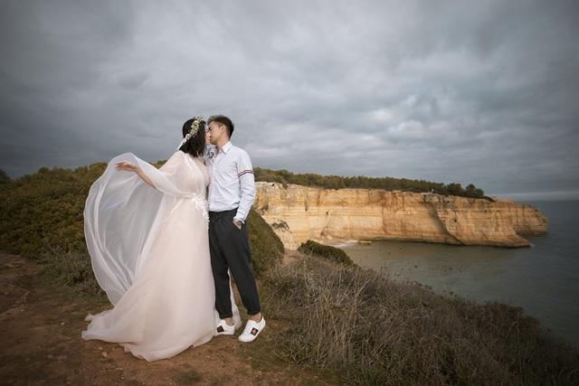 Chia sẻ thêm về vợ, chú rể Lê Linh Paris dành lời khen cô là một người xinh đẹp, thông minh và có cá tính mạnh.