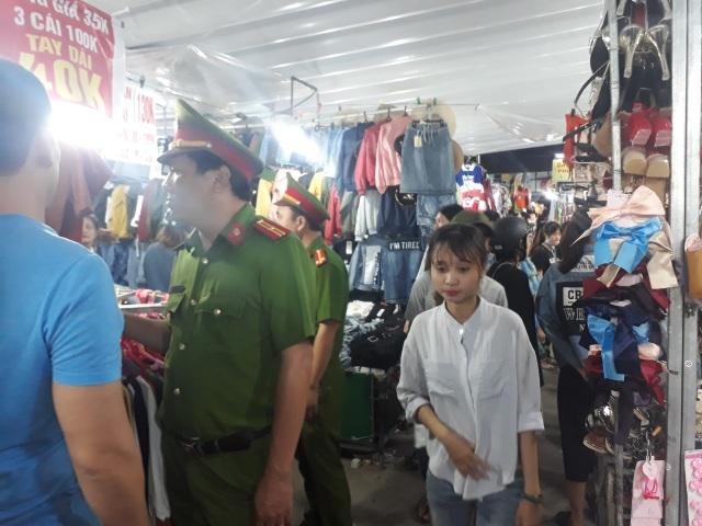 Công an tỉnh Thừa Thiên Huế đi kiểm tra khu chợ đêm trái phép
