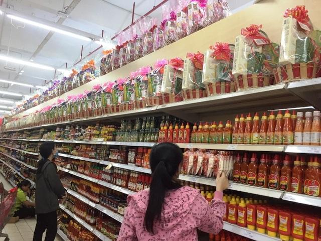 Thị trường giỏ quà Tết bắt đầu sôi động ở TPHCM