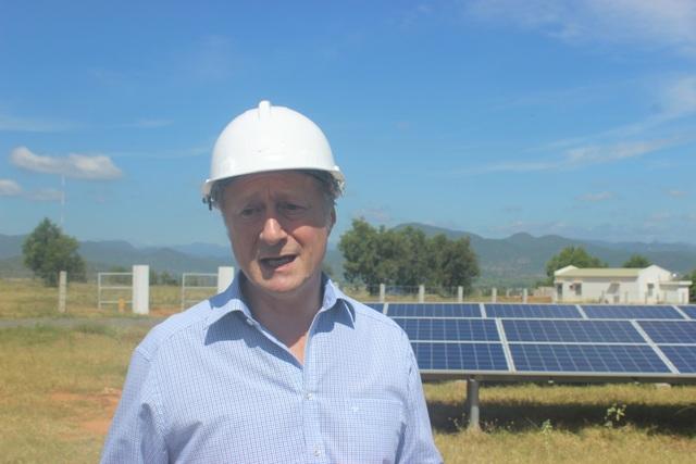Trưởng phái đoàn EU tại Việt Nam Bruno Angelet tới thăm nhà máy điện gió Phú Lạc tại Bình Thuận.