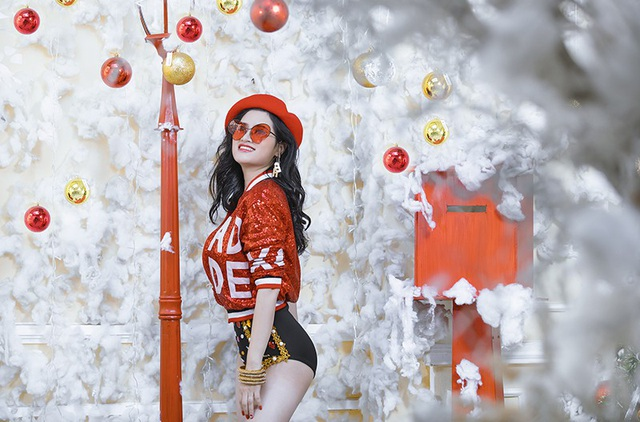 Nữ MC Hà thành đa tài tung bộ ảnh nóng bỏng đón Giáng sinh - 9