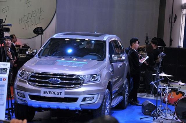 Giá xe Ford Everest 2018 cũng giảm sâu so với năm ngoái