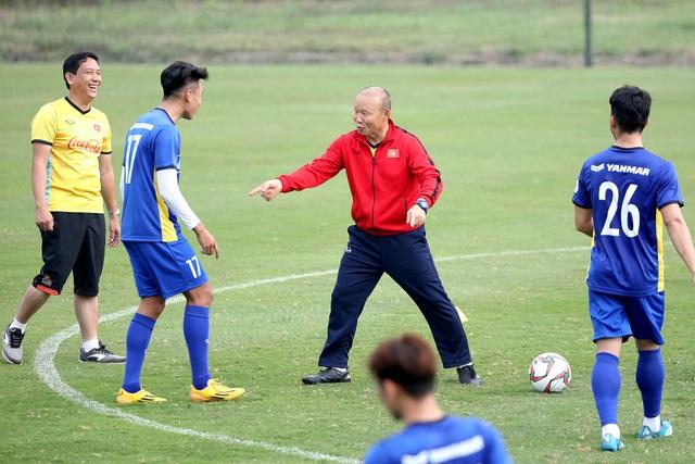 HLV Park Hang Seo khẳng định gắn bó đến hết hợp đồng với VFF - Ảnh 1.