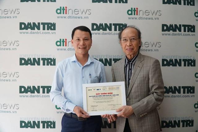 Trao giấy chứng nhận và giải thưởng cho tác giả công trình được vinh danh ở lĩnh vực KHCN - Ảnh 1.