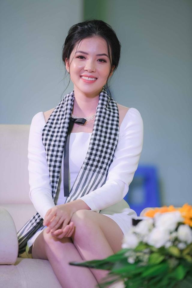Mai Phương Thuý, Huỳnh Thúy Vi và Ái Phương giao lưu với sinh viên.