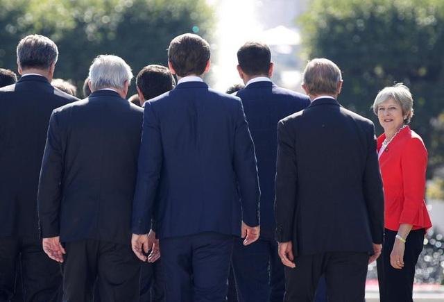 Thủ tướng Anh Theresa May chụp ảnh lưu niệm chung với các nhà lãnh đạo Liên minh châu Âu tại cuộc họp thượng đỉnh ở Áo ngày 20/9.