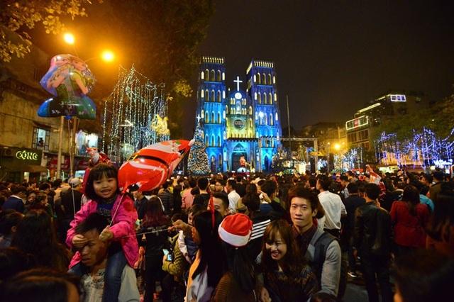 Top 3 địa điểm hot nhất dịp Giáng Sinh năm nay ở Hà Nội - Ảnh 2.